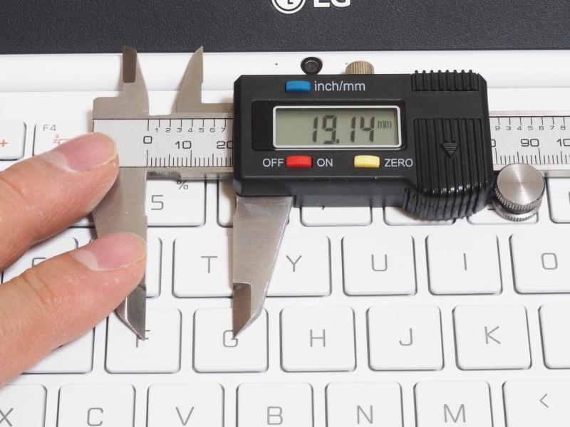 キーピッチは実測約19mm