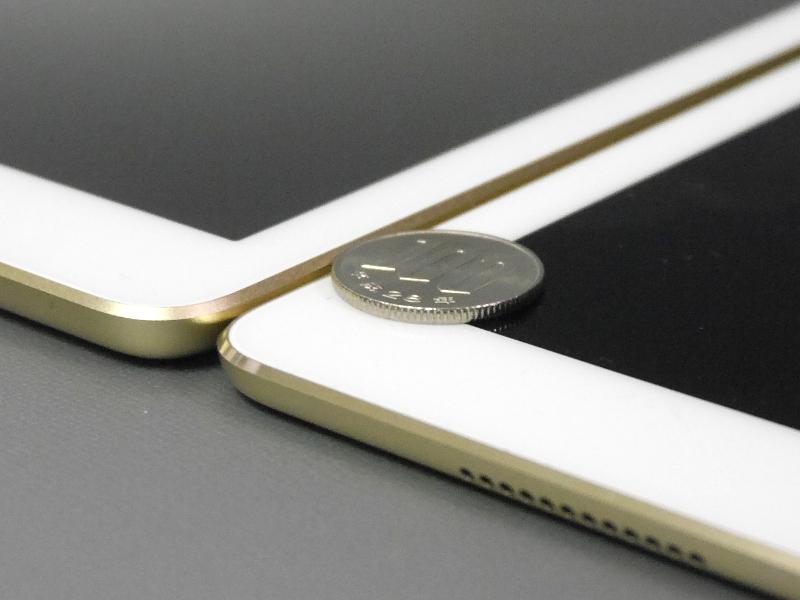 厚みの差はコインおよそ1枚分、と言ったほうが分かりやすいだろうか