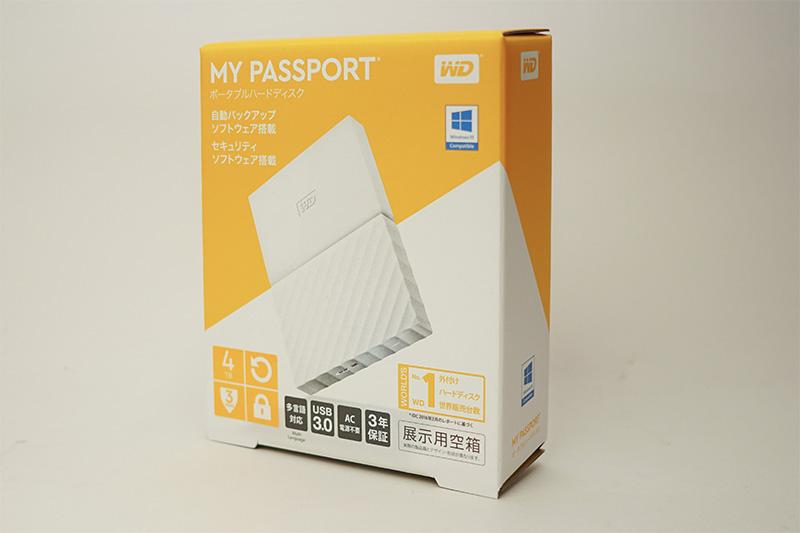 店頭の棚に並べられるMy Passportの空き箱。WD製品としては珍しくイエロー系のデザインを採用