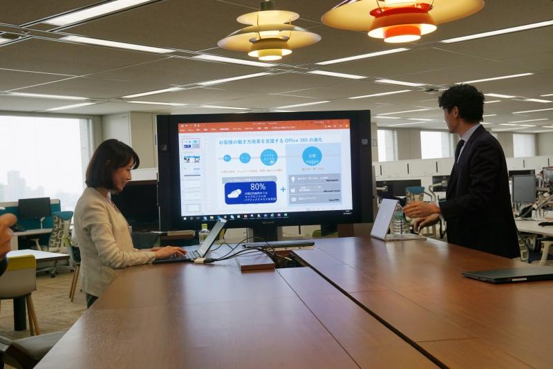 日本マイクロソフトのオープンスペースに置かれたSurface Hub