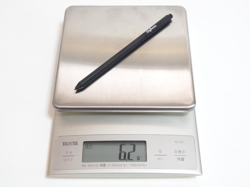 重量は実測約6.2g。長時間筆記していても指が疲れることはない