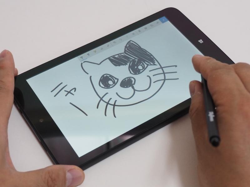 得意(?)の猫の絵を描いてみた。3種類の芯で描き比べてみたが、筆者の好みは断然「エラストマー芯」。適度な摩擦感が描いていて心地いい