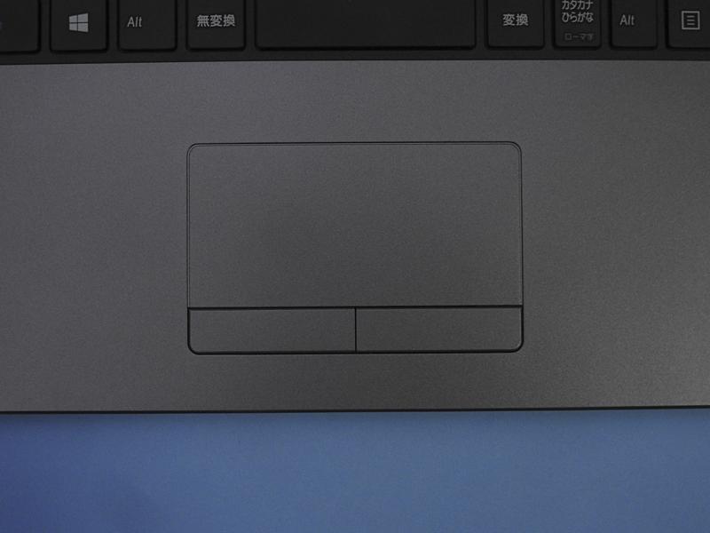 ポインティングデバイスとしてはタッチパッドを採用。クリックボタンが独立しているタイプなので、ドラッグ&ドロップ操作などがやりやすい
