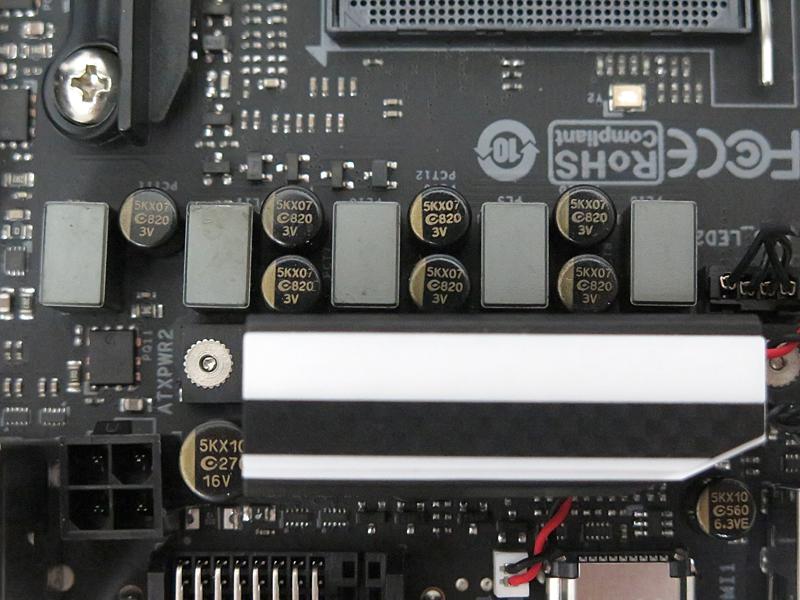 コンデンサはAPAQ TECHNOLOGY製。一時期のASUS製品に多用された