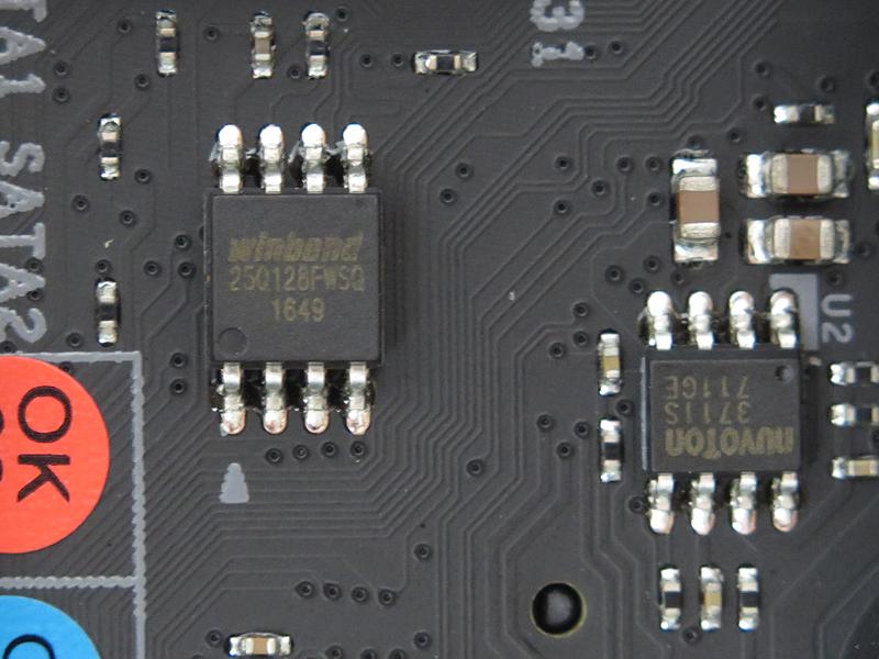 Winbondの「25Q128FWSQ」は128Mbitのシリアルフラッシュメモリ。BIOSを格納しているとみられる