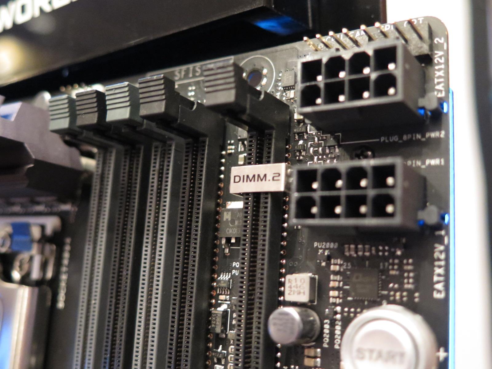 DDR3スロットを流用し、M.2のSSDを装着するDIMM.2スロットを装備。また、ATX12V補助用電源ピンはメモリスロットの外側に移され、大きいCPUクーラーを装着していても問題なく着脱できる
