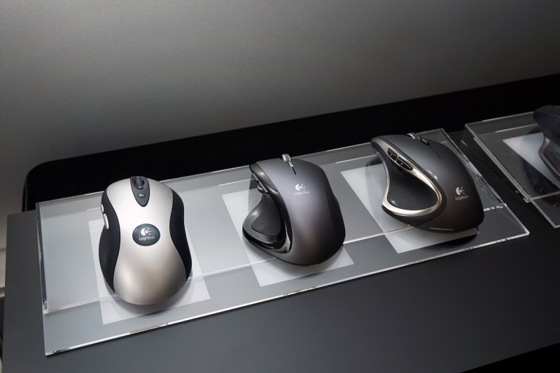 歴代のMXシリーズ。左からMX300、MX REVOLUTION、MX PERFORMANCE