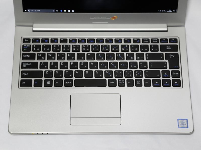 キーボードはアイソレーションタイプ。キー間隔は19mmのフルピッチ