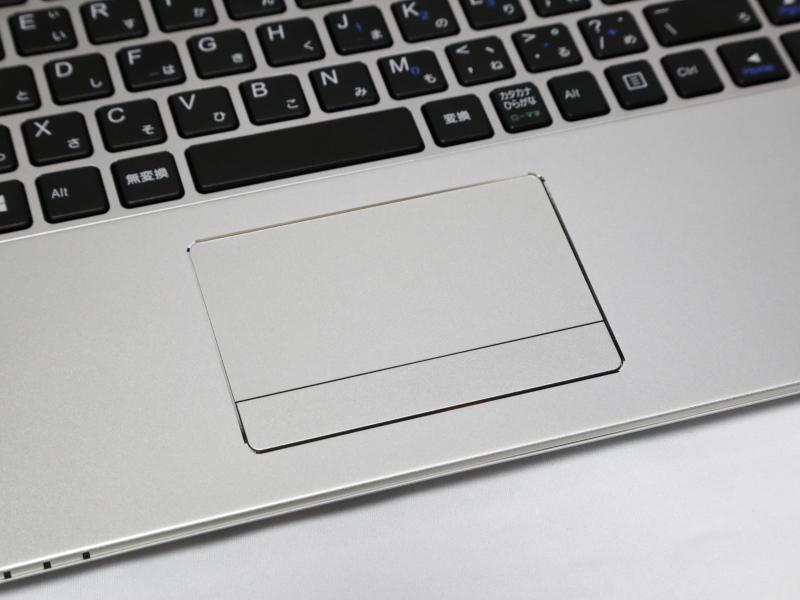 タッチパッド。クリックボタンは独立している