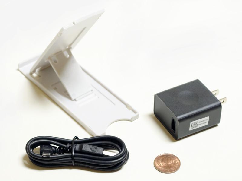 専用のスタンド、USB式のACアダプタ、Micro USBに対応したUSBケーブル。ACアダプタは「TE510/HAW」と同じ