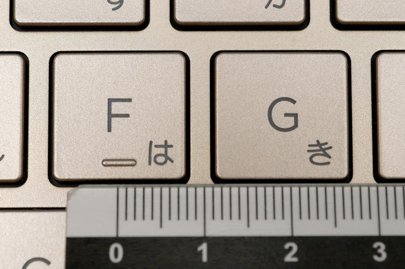 主要キーのキーピッチは約19mmでフルピッチ