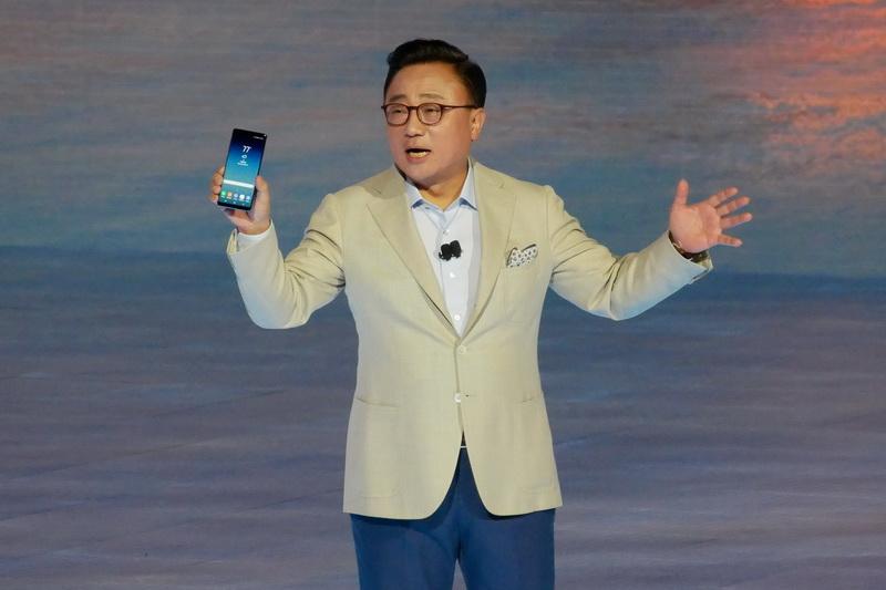 Samsung Electronicsのモバイル通信事業部長のDJ Koh氏。昨年の出来事以降の継続的な支持に謝辞を述べつつ、「Galaxy Note8」を発表