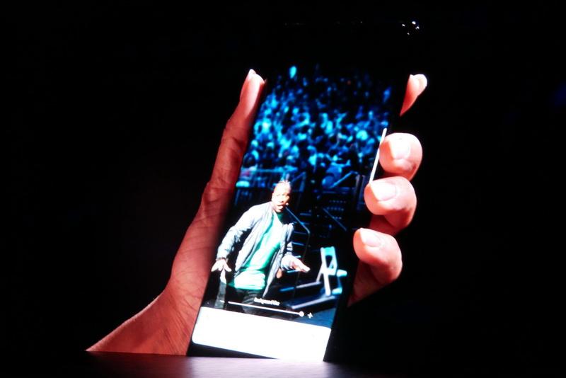 下部のスライドバーで、背景のボケ具合を確認しながら撮影が可能