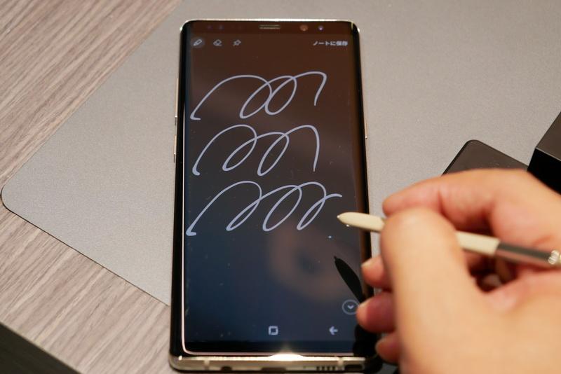 スリープ時にS penを抜くと、Screen off Memoが起動。100ページまでメモを取れる