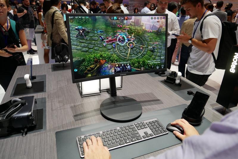 対応モバイルゲームでは、外部ディスプレイに全画面表示し、キーボードとマウスでプレイ可能