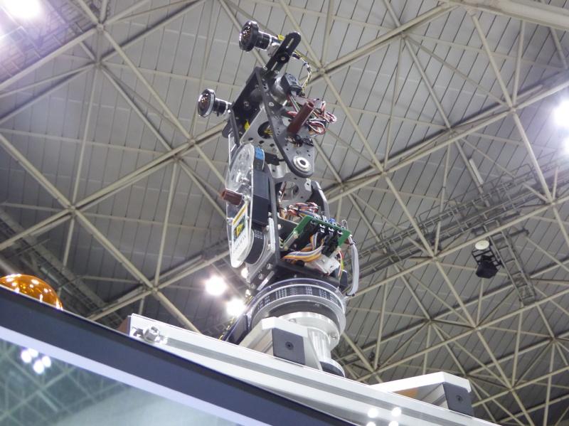 4m級のロボットの視点を体験するための首ロボット