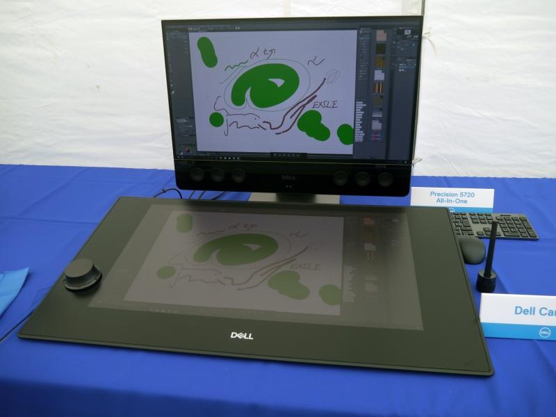 九州初展示となった27型液晶ペンタブレット「DELL Canvas」