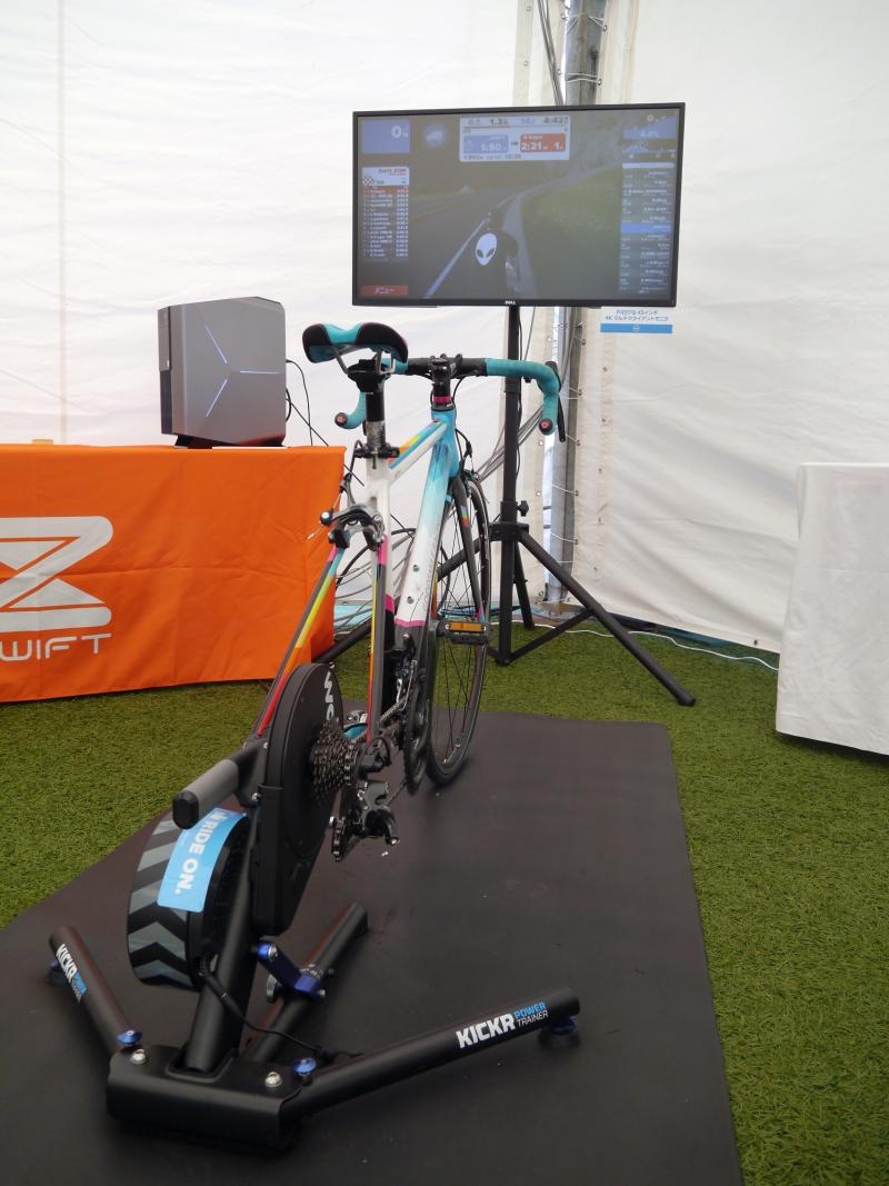 「Zwift」は月額1,200円で利用できるバーチャルサイクリング。150カ国で10万人以上が参加しているという