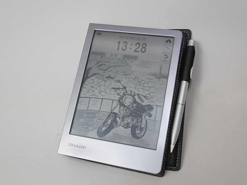 待機時に日めくりカレンダーや時計、壁紙などを表示させておけるデスクトップモード