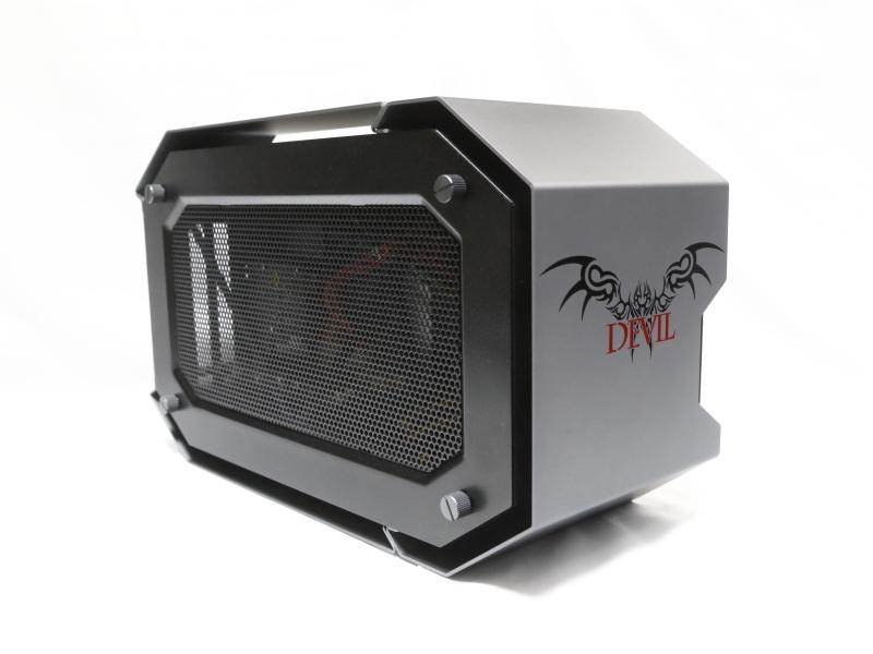 PowerColor DEVIL BOX。40GbpsのThunderbolt 3を用いた外付けGPUボックスだ