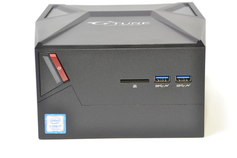 正面はUSB 3.0×2とSDカードリーダー