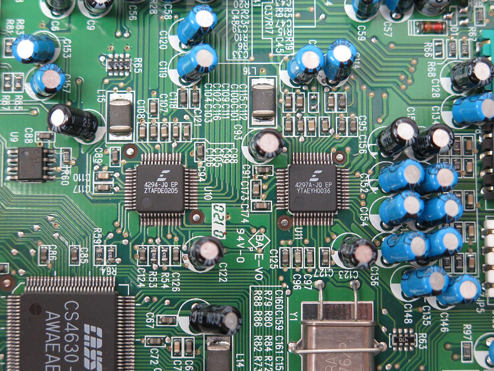 DACおよびADCを内蔵する「CS4294」と「CS4297」