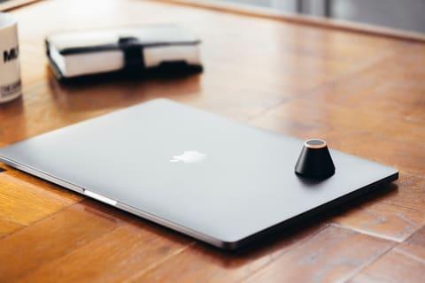 キングジム、カフェでの離席のさいにノートPCなどを見守るアラームデバイス トレネ