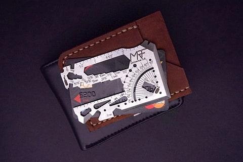 ナイフ/ドライバー/日時計など31ツールをカードサイズにまとめた「Universal 3.0」 Universal 3.0