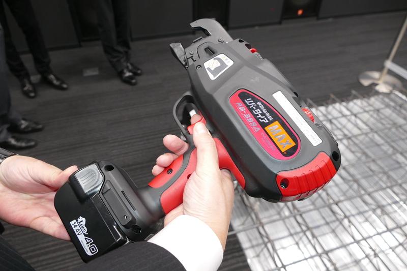 鉄筋自動結束部に使われたMAXの電動工具