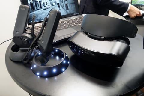 富士通、Windows MR対応HMDの投入で見せた仮想技術への意気込み 富士通製のWindows Mixed Reality対応HMD