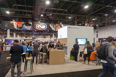 Microsoft、Surface Book 2の13.5型/15型をAdobe MAX 2017で展示 Adobe MAXのCommunity Pavilionに設置されたMicrosoftブース