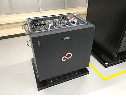富士通、液浸冷却システムのPCクラスタを日本自動車研究所に提供 液浸冷却システムを用いたPCクラスタ
