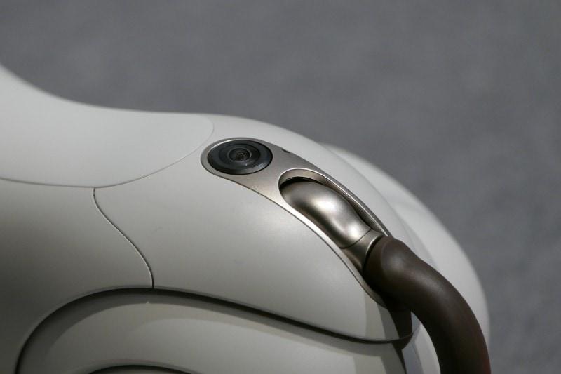 腰上部にあるSLAM用魚眼カメラ