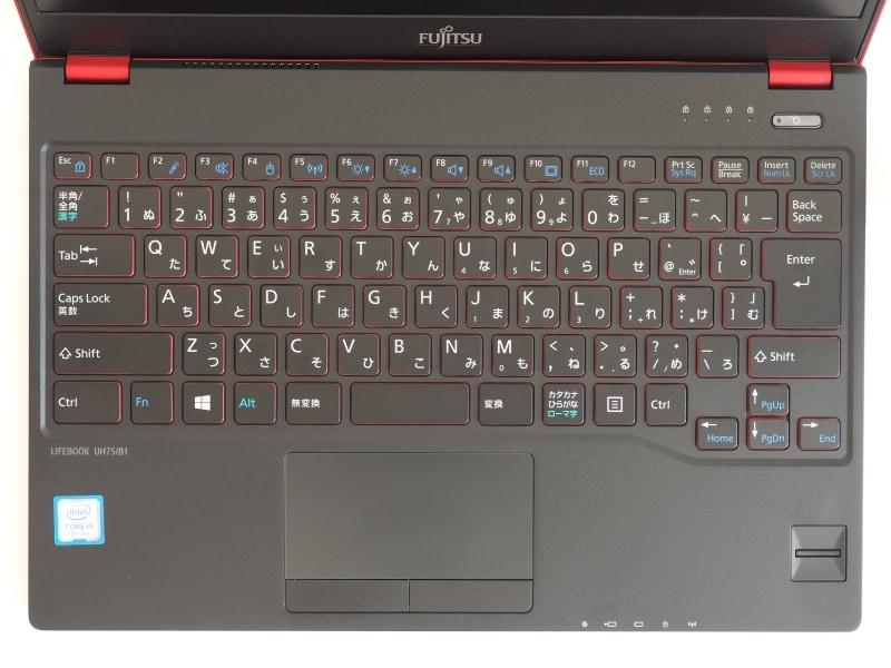 LIFEBOOK UH75/B1のキーボード(撮影:ジャイアン鈴木氏)。叩き心地とは裏腹に、打鍵を取りこぼすことが