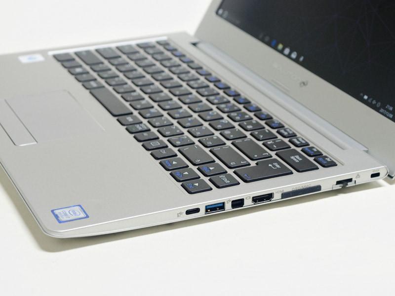 右側面。ロックポート、Ethernet、SDカードリーダ、HDMI、Mini DisplayPort、USB 3.0、USB 3.1 Type-C/Thunderbolt 3