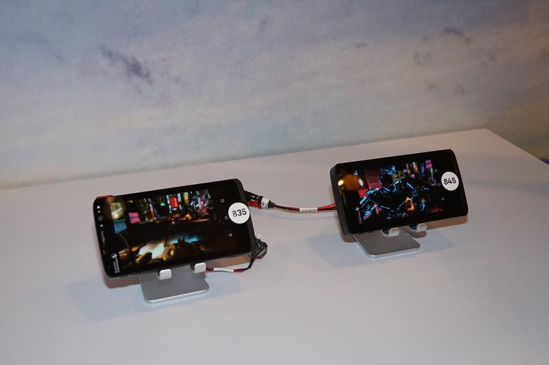 Snapdragon 835(左)とSnapdragon 845(右)のシステム全体の平均消費電力の比較(SoC以外も含む)。835が3.7Wの平均消費電力であるのに対して、835のほうは3.1Wに留まっている。