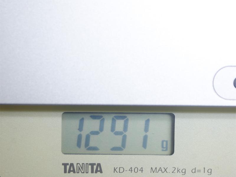 キーボードドック合体時の重量。実測で1,291g