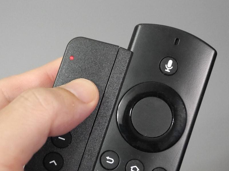 リモコンの学習は、「最上段のPowerボタン」と「最下段のBonusボタン」を同時に押して設定モードにしたのち、割り当てたいボタンを押す→向かい合わせにした機器側リモコンの該当ボタンを順に押す作業を繰り返す。設定モードでは上部のLEDが赤く点灯する