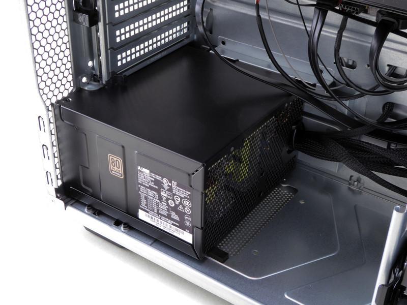 電源は80PLUS Bronze認証の450Wモデル。メーカー製PCで採用例の多いAcBel製
