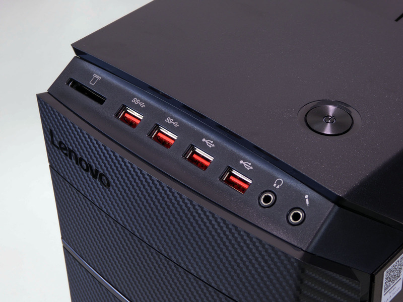 天板部前面寄りに前面インターフェイスと電源ボタンを搭載する。インターフェイスは左から順に、カードリーダ、USB 3.0×2、USB 2.0×2、オーディオ入出力