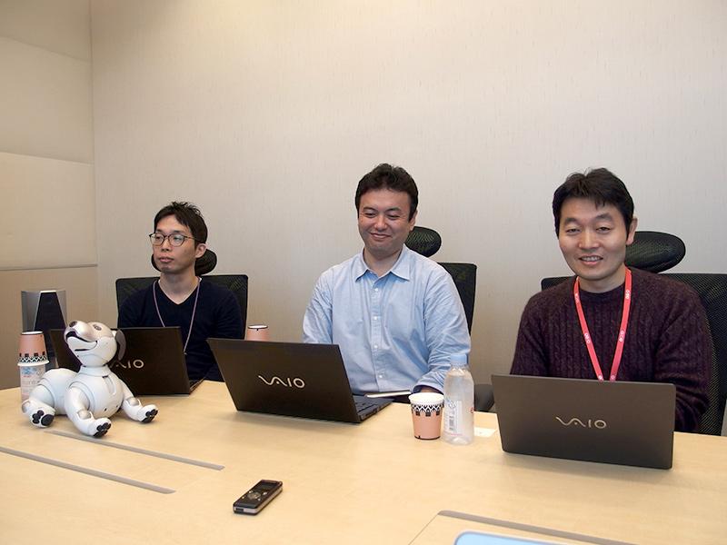 開発者の3氏。伊豆直之氏(左端)、石橋秀則氏(中央)、森田拓磨氏(右端)