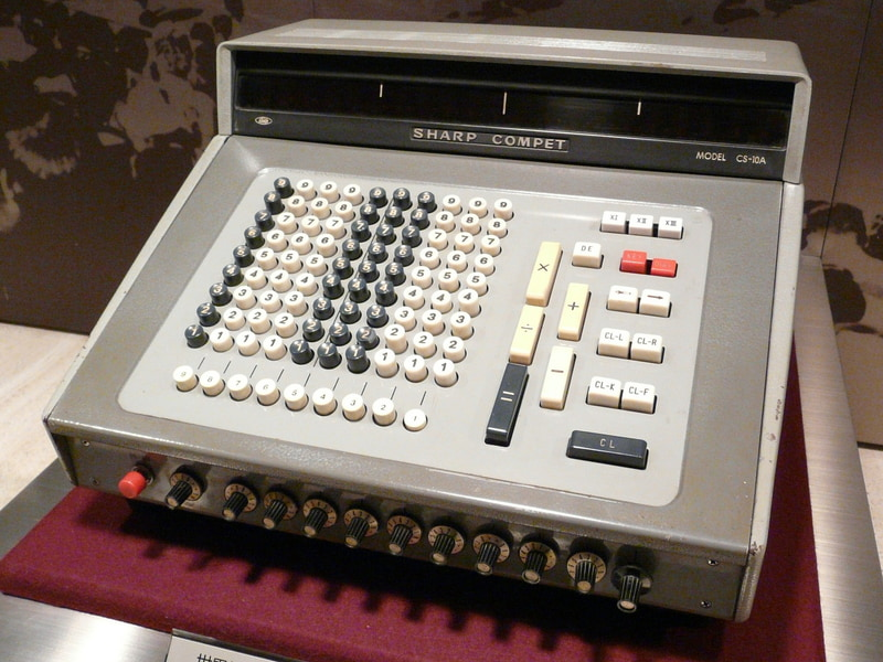 1964年に発売した世界初オールトランジスタ電子式卓上計算機「CS-10A」