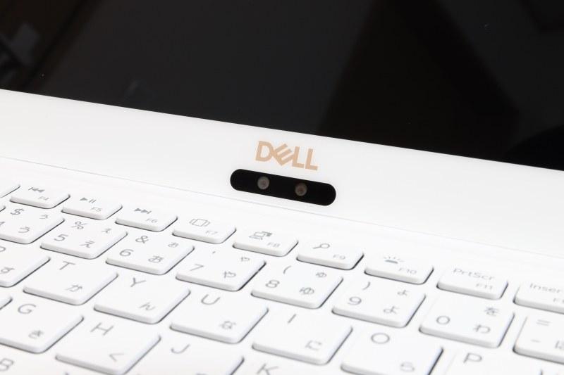 HD Webカメラ(720p)とWindows Hello対応赤外線カメラはディスプレイ下部に内蔵されている