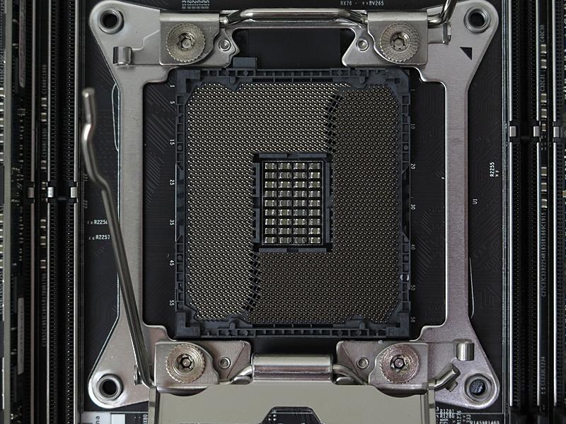 CPUソケットはLGA2066でCore Xと共通だが、Core Xプロセッサは利用できない