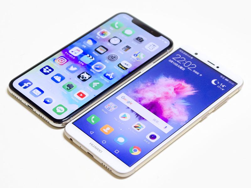 iPhone Xとの比較。外枠の幅はほぼ同じ、厚みと高さだけ少し大きい