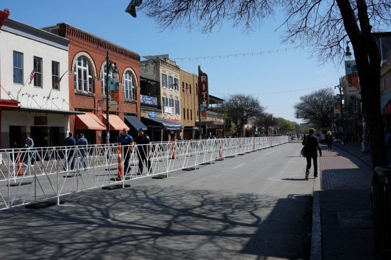 オースティンの街中がお祭りな雰囲気になっていた