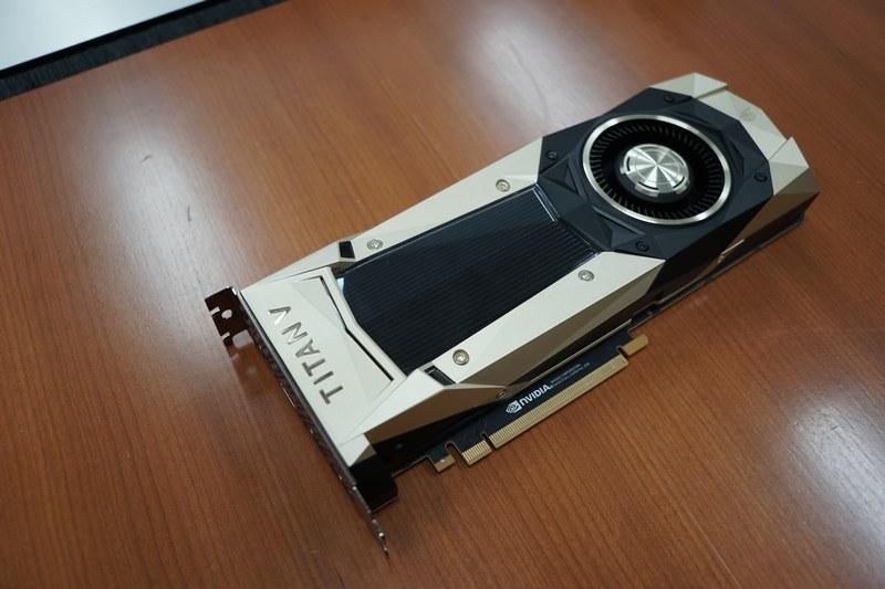 市場価格40万円前後の「TITAN V 12GB HBM2」