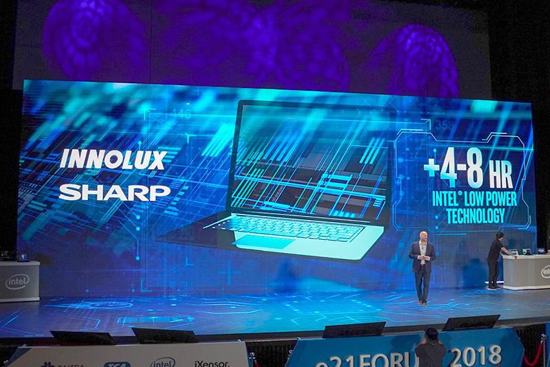 対応の液晶はINNOLUXとシャープから提供される