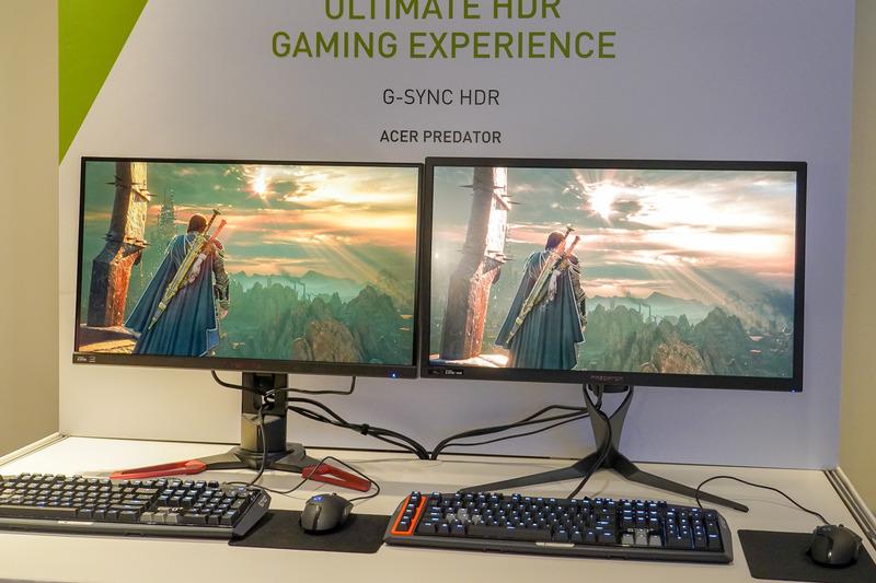 Acer Predator X27(右)を従来のSDRディスプレイと比較
