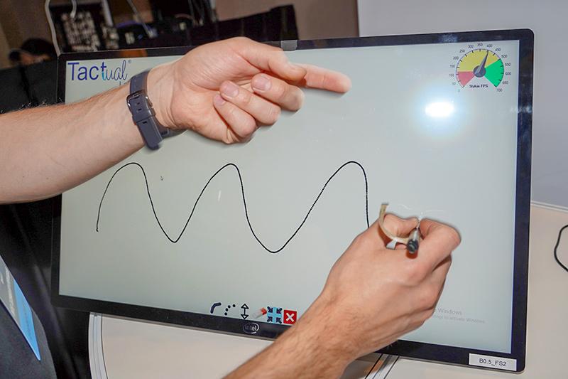USI方式では400fpsで、軌跡がほとんど線になっていた。